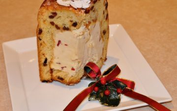 Panettone_filled_ice-cream