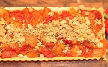 VinCotto Strawberry and Apple Crumble Tart